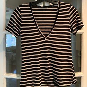 Reformation striped short sleeve v-neck. Size XS